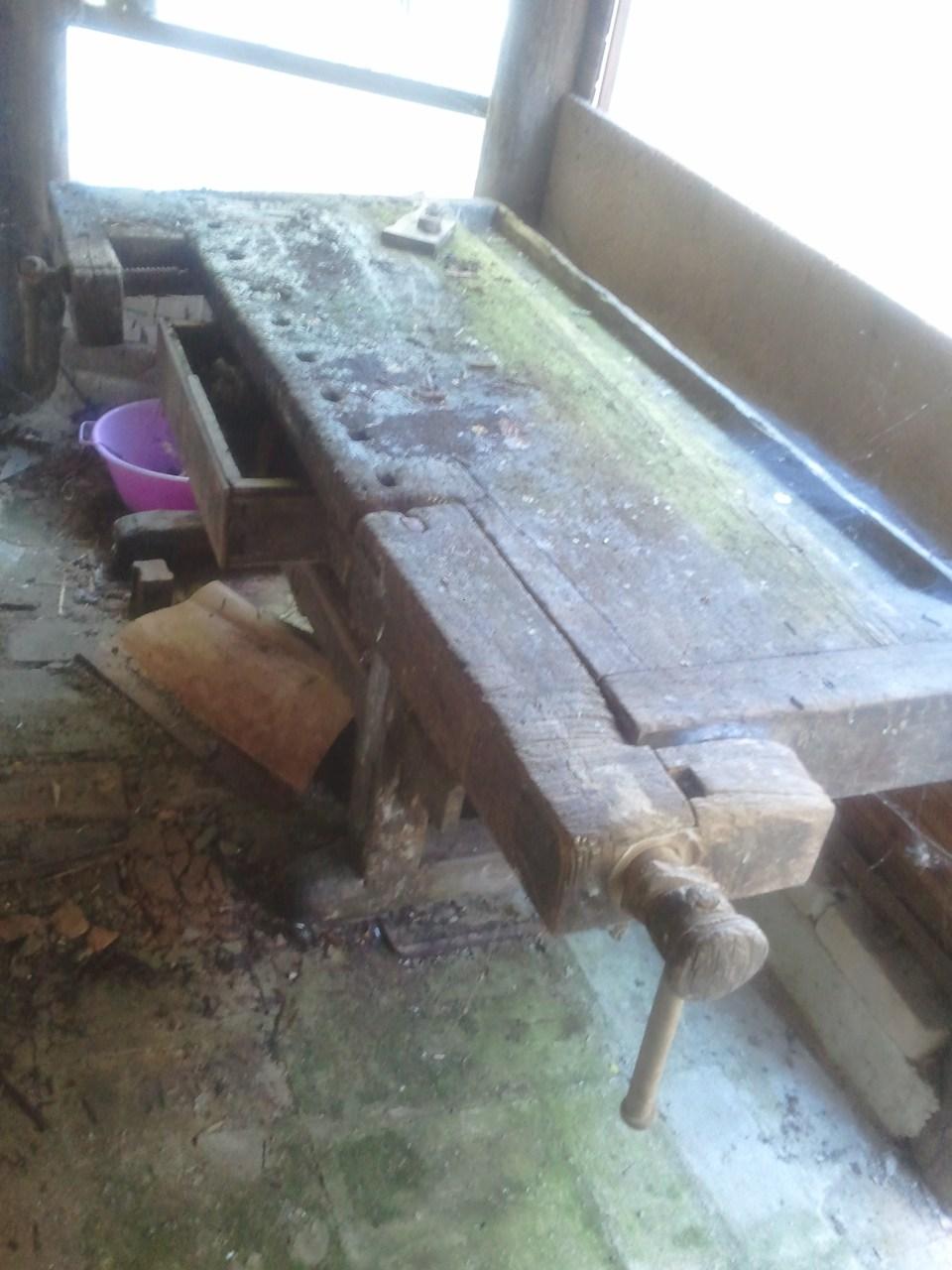 Vorher / Nachher am Beispiel einer sehr alten Hobelbank aus Bad Pirawarth