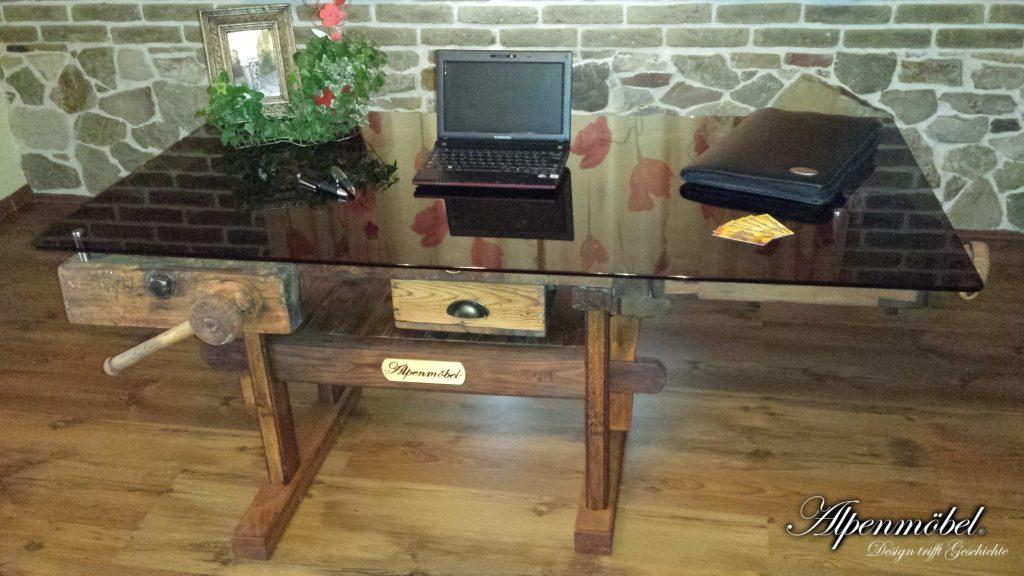 alpenm bel design trifft geschichte produkte schreibtisch. Black Bedroom Furniture Sets. Home Design Ideas
